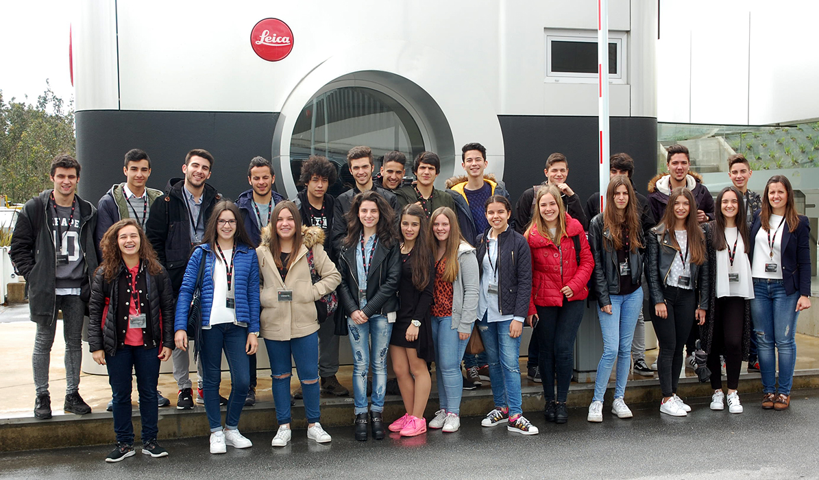 alunos de marketing da oficina visitam leica